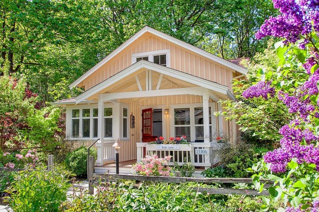 cottage style house